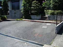 [共同住宅の駐車場]マットスプレーの施工ビフォー・アフター